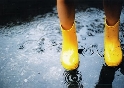 rain-boots-and-puddle1